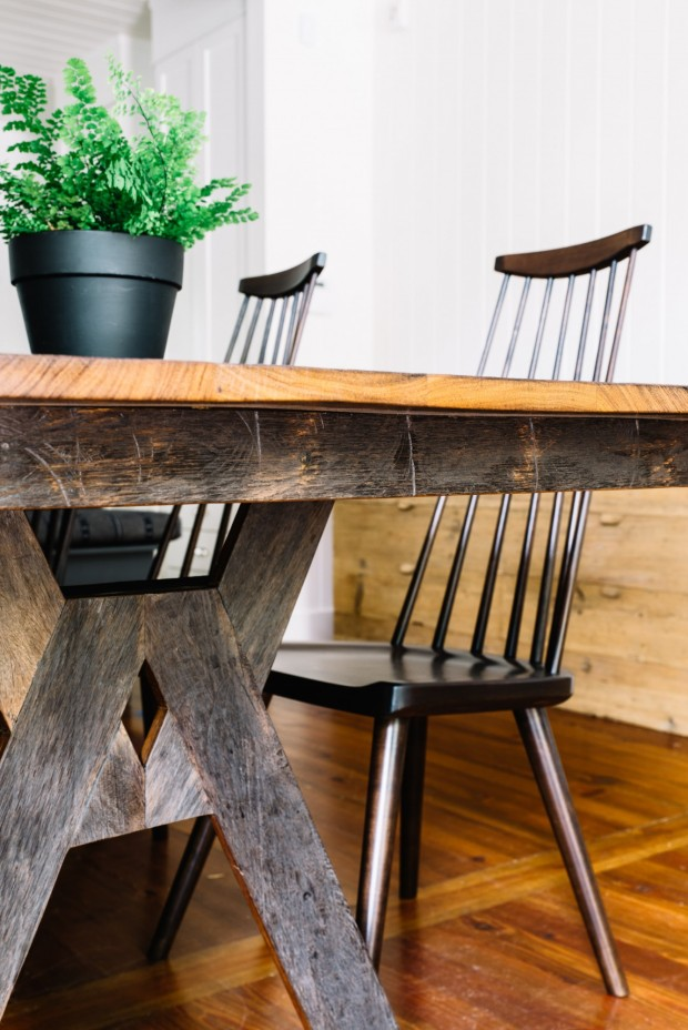 cortney-bishop5a-distressed-table-finish-detail